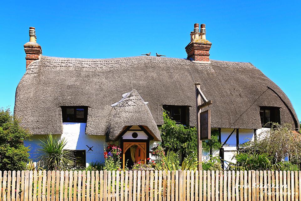 Дом с соломенной крышей в городе Ромзи, графство Хэмпшир, Англия