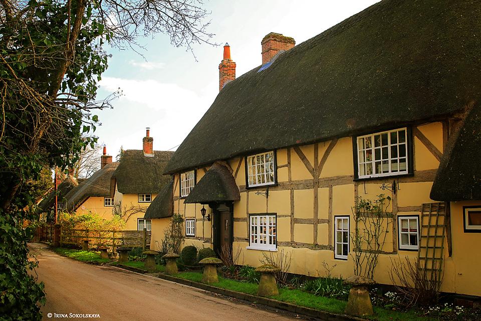 Дом с соломенной крышей в деревне Вервел, графство Хэмпшир, Англия