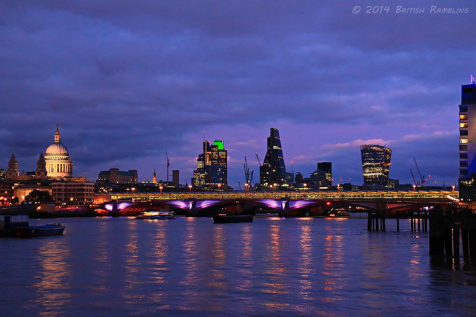 Вид на Собор Св.Павла ночью, Лондон, Англия.