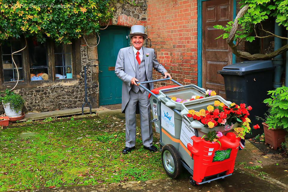 Знаменитый уборщик мусора в Уинчестере, Терри.