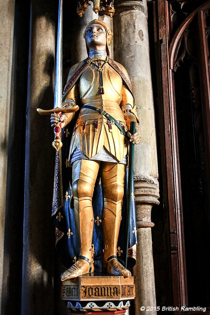 Статуя Жанны Д'Арк в Уинчестерском соборе, Уинчестер,, Англия.