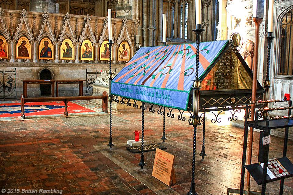 Усыпальница Св.Свизана, Уинчестерский собор, Англия.