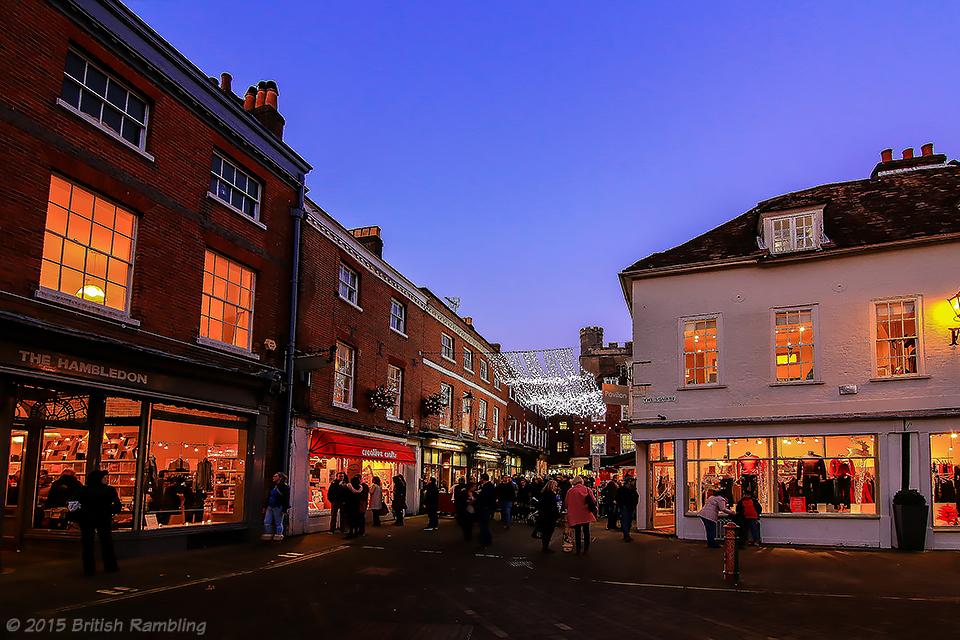 Площадь (The Square), украшенная к Рождеству, Уинчестер, Англия.