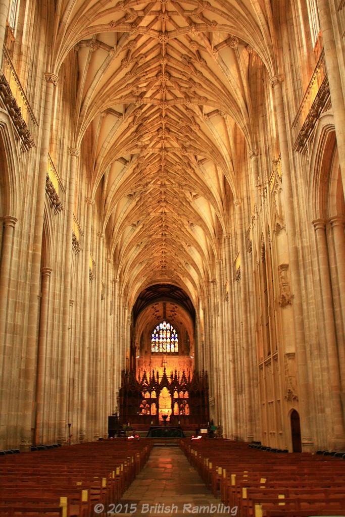 Уинчестерский собор имеет самый длинный неф среди всех средневековых соборов Европы. Уинчестер, Англия.
