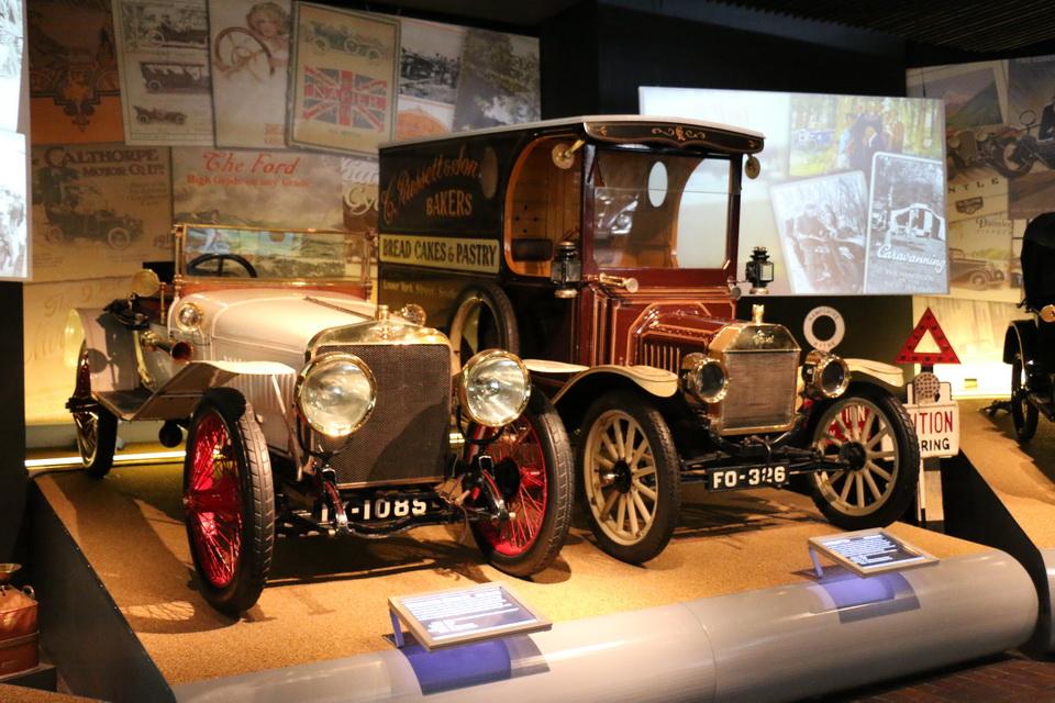 Музей автомобилей в деревне Бьюли, Новый Лес, Англия