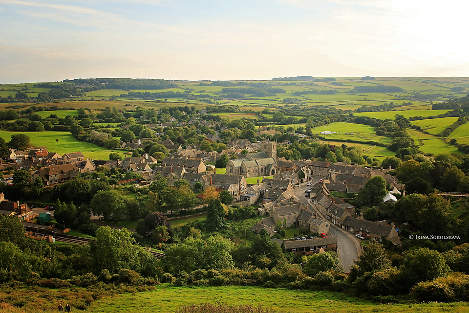 Вид на деревню Корф, графство Дорсет, Англия.