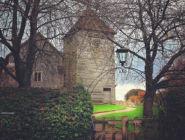 Церковь 12 века в деревне Микелмерш, графство Хэмпшир, Англия