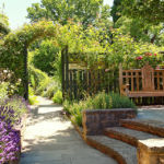Сад при King John's House в Ромзи, графство Хэмпшир, Англия